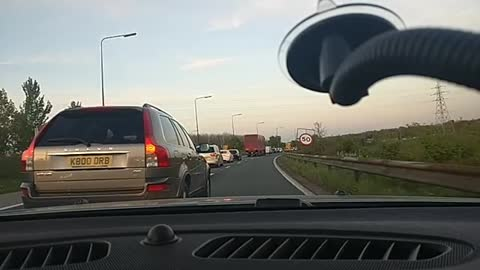 Clueless driver takes up two lanes of traffic