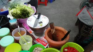 Streetfood in Thailand / Fresh Papaya Salad