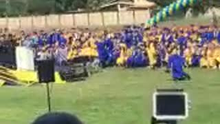 Graduation highschool backflip fail - Video