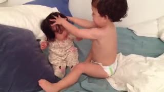 Toddler Lovingly 'Washes' Baby Sister's Hair - Video