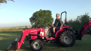 Mahindra 1526 Shuttle - Video