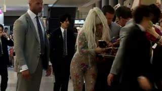Lady Gaga arrives in Japan - Video