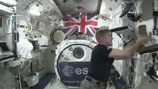 Astronaut shows us how to play ping pong in space! - Video