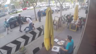 Guy Stops Street Brawl With Pizza Offering