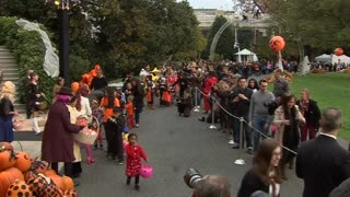 The Obamas welcome trick-or-treaters to the White House - Video