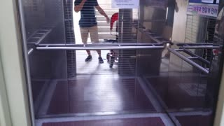 Amazing Life Hack To Keep Elevator Doors Open When You Are Moving Something - Video