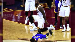 LeBron James Reminds Stephen Curry He's The King With a Brutal Block