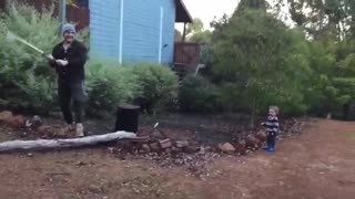 Toddler finds dad's wood chopping absolutely hilarious - Video
