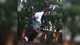 Kevin Hart dunked on by Chris Paul (CP3) - Video