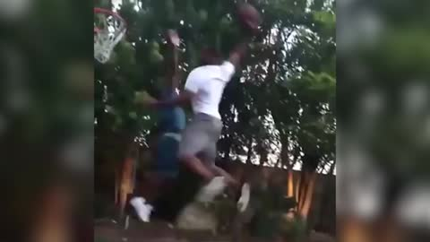 Kevin Hart dunked on by Chris Paul (CP3)