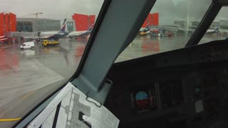 Amazing Plane landing at Moscow