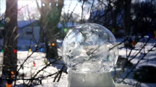 Polar Vortex Leads to Mesmerizing Freezing Bubbles
