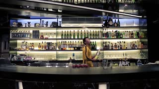 Bruce Lee of bartending - world's greatest flair bartender - Video