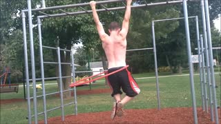 Talented athlete does pull-ups while hula hooping - Video