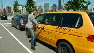 Vans and Taxis: newest lodging options in NYC - Video