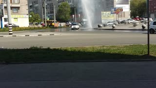 Damaged Pipeline Becomes Water Fountain in Middle of Street - Video
