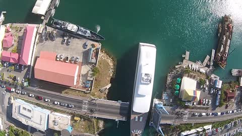 Drone captures Steve Jobs' yacht in the Caribbean
