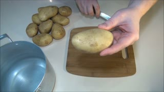 Life hack: How to easily peel potatoes