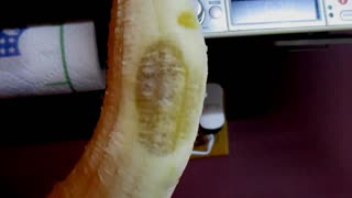 Ghostly apparition of man's face appears on banana - Video