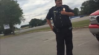Cop Illegally Detains Two Journalists For Filming The Police Department - Video