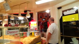 Man tries purchasing fake pretzel - Video