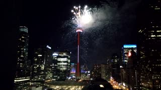 Spectacular fireworks show lights up CN Tower - Video