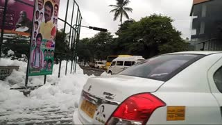 Varathur lake in Bangalore spills foam - Video