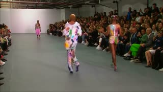 Gupta showcases sparkly collection - Video