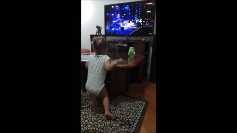 Little girl rocks and sings along to AC/DC's 'Thunderstruck'