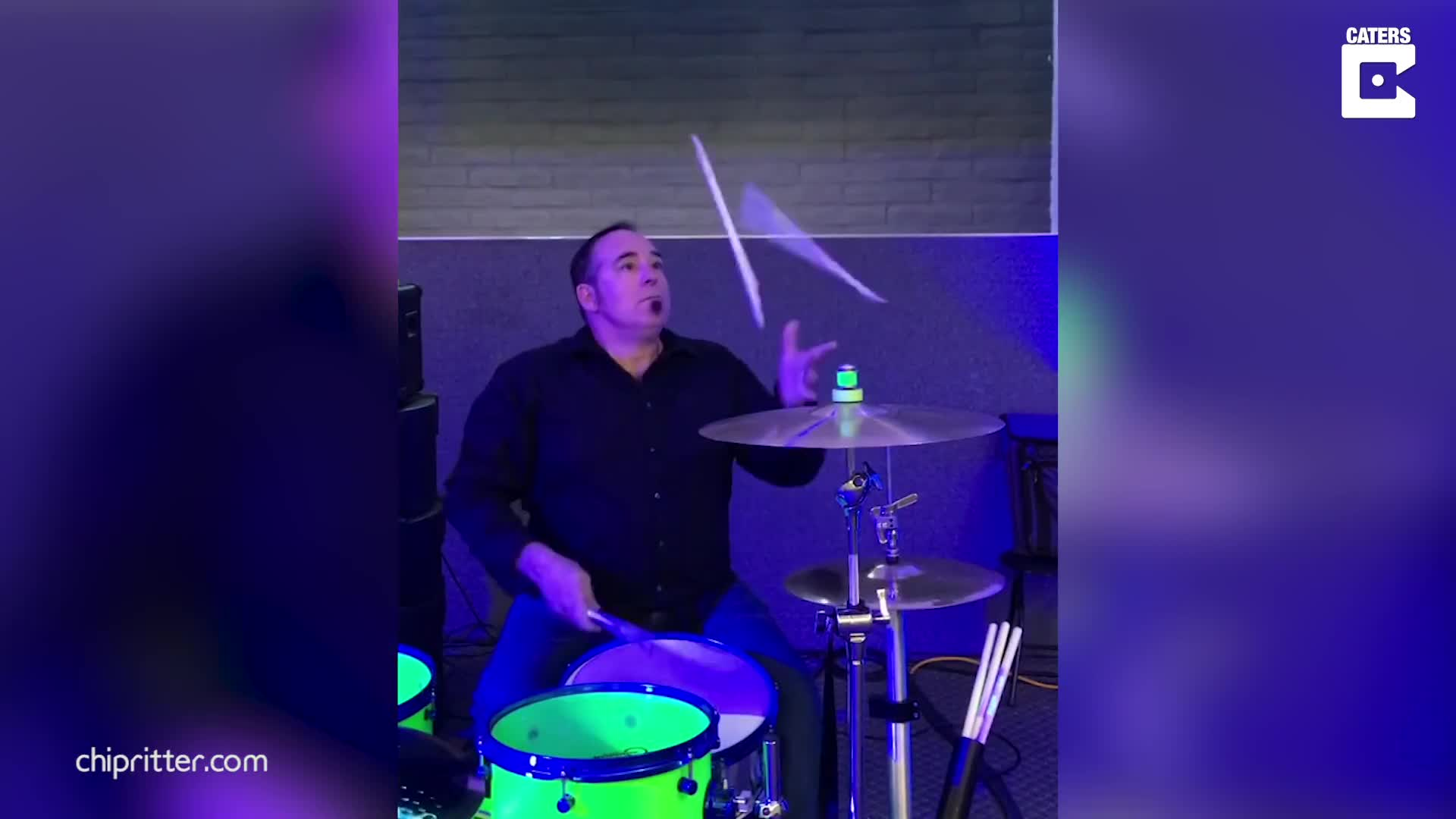 JAW-DROPPING JUGGLING SKILLS ON DISPLAY AS DRUMMER SHOWCASES HIS SKILLS WHILE PLAYING THE BEATS