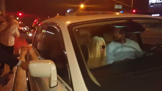 Lady Gaga leaves restaurant in a hurry - Video