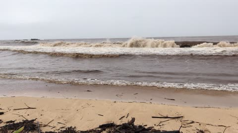Tropical storms cause Hawaiian ocean to turn completely brown