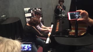 Epic impromptu 4-hand Boogie Woogie piano performance - Video