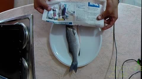 How to cook fish using a newspaper