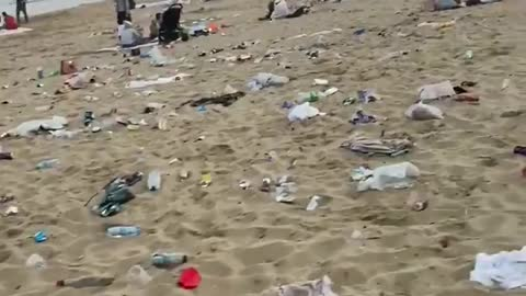 Bournemouth Beach visitors leave their garbage everywhere