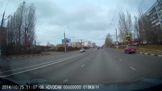 Driver does not see pedestrian in crosswalk - Video