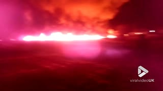 Oil pipe leak sparks huge blaze in village - Video