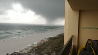 Waterspout Moves Onshore in Ft. Walton Beach - Video