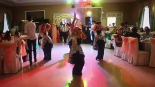 Bridemaids surprise the wedding guests with stunning great performance - Video