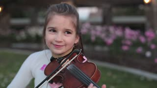 Little Girl Amazingly Covers 'Hallelujah' On The Violin