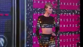 Miley Cyrus, Taylor Swift hit VMA's red carpet - Video