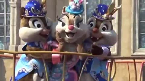 Mrs Chipmunks Charm Audience With Her Show