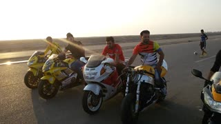 Bikers are ready to take part in race on heavy bikes  - Video