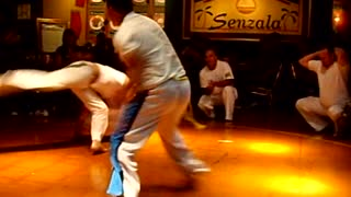 Capoeira Fight in the Restaurant! Super cool with dinner! - Video