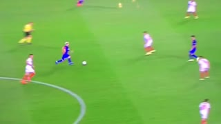 VIDEO: Leo Messi embarrasing Sevilla's defenders for fun - Video