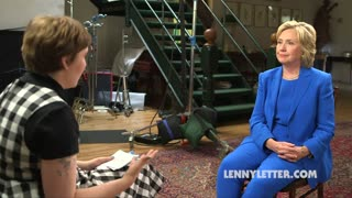 Lena Dunham talks student loans with Hillary Clinton - Video