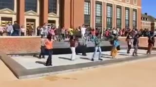 American students dancing to an Iranian song - Video