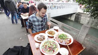 Eating Pig Brain and Yak at a Fly Restaurant in Sichuan, China - Video