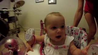 Baby can't stop laughing! - Video