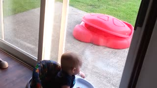 Twin boys extremely entertained by outdoor puppy - Video